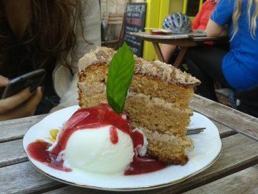 Hula Edinburgh Kuchen