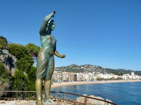 Seemannsfrau - Bronzestatue in Lloret de Mar
