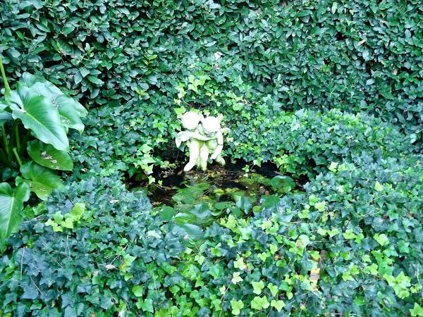 versteckte Engel im Garten Santa Clotilde Lloret