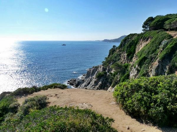 Blick auf die Bucht Lloret Wanderweg