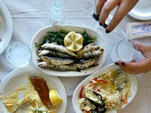 Griechenland Essen mit Freunden Tsipouro