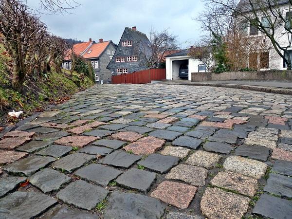 Strasse neben der Kaiserpfalz in Goslar
