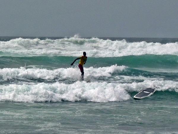 Surfer am Strand von Dakar