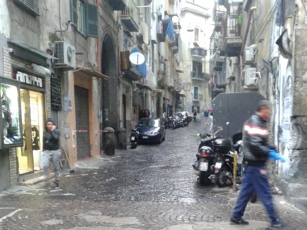Neapel rione sanita im Regen