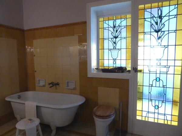 Bad mit Fenster Noucentisme Girona casa maso