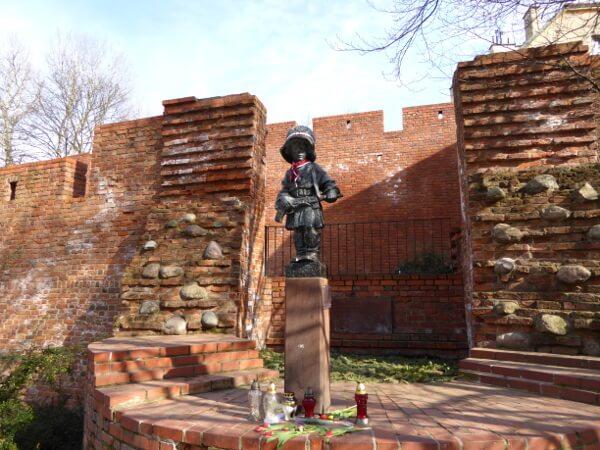 Denkmal des kleinen Aufständischen Warschau