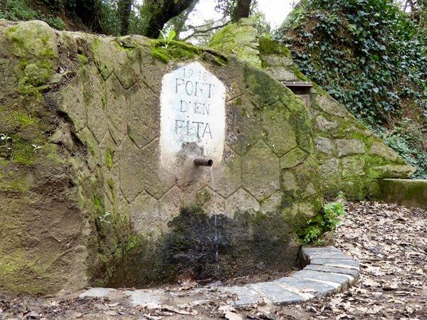 Font Brunnen Quelle