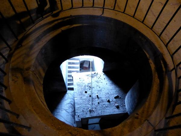 Kathedrale Girona glockenturm loch