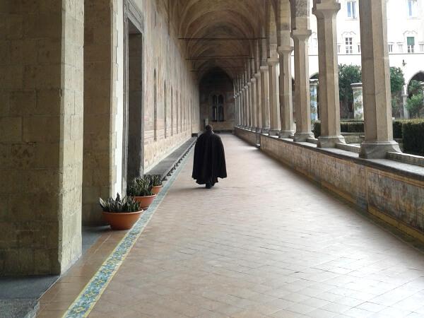Kreuzgang kloster Santa Chiara Neapel