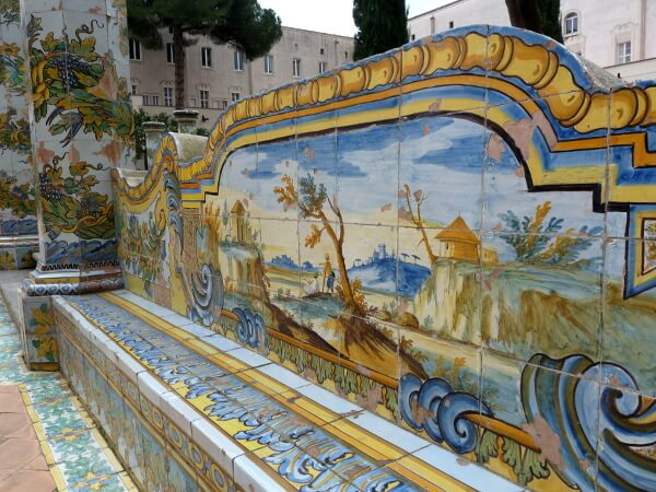 Neapel Kloster Santa Chiara Bank