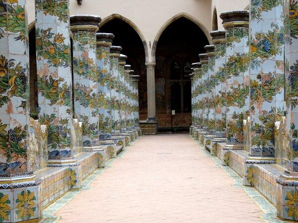 Säulen Basilica Kloster Santa Chiara Neapel
