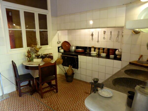 helle Küche casa maso Noucentisme Girona