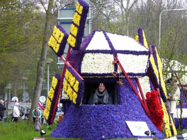 Blumenkorso Holland Bollenstreek Praalwagen Mühle