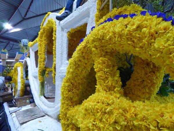 Blumenkorso Holland Kutsche Aufbau