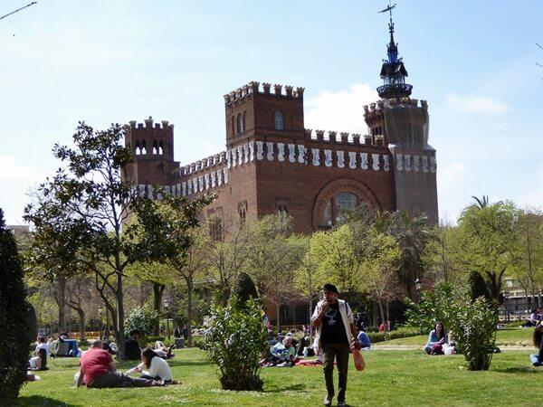 castell dels tres dragons parc de la ciutadella barcelona