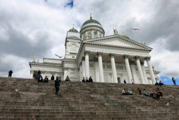 Hoch im Norden: Eine Kirche im Felsen und der weiße Dom von Helsinki 1