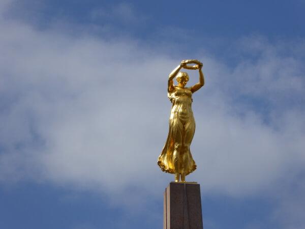 Nike die goldene Frau luxemburg