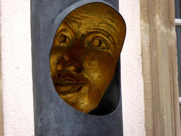 säulen Gesichter Luxemburg