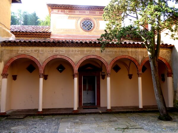Alte Schule im Ort San Joan de les Abadesses