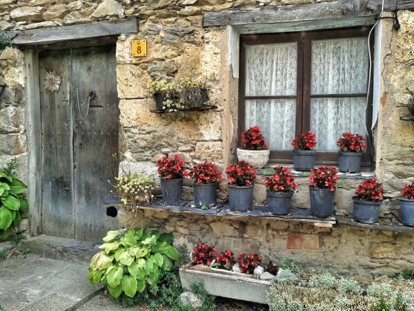 Beget Haus mit Blumen