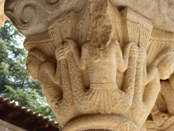 Dekorierte Kapitelle Kreuzgang Kloster