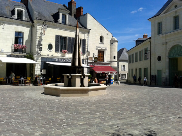 Fontevraud Dorf vor dem Kloster