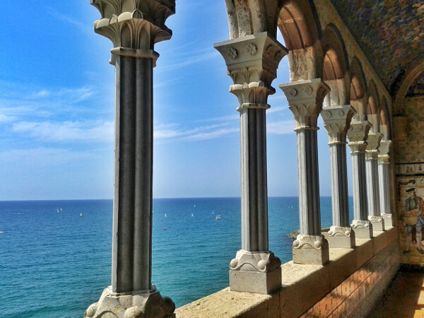 aussicht Palau Maricel Sitges Säulen