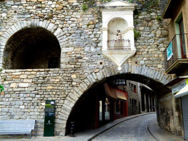 romanische Brücke Camprodon Strasse