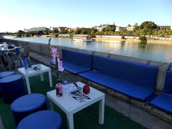 Bar am Ufer des Guadalquivir Triana Sevilla
