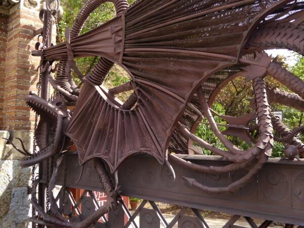 Barcelona Pavellons Güell Gaudi Drachen Eingang