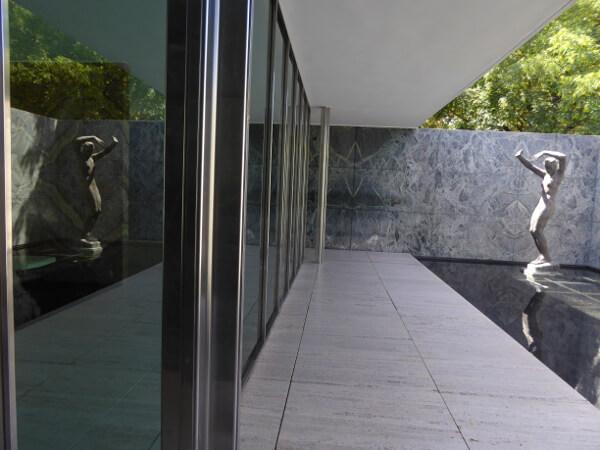Barcelona Pavillon Mies van der Rohe Spiegelung