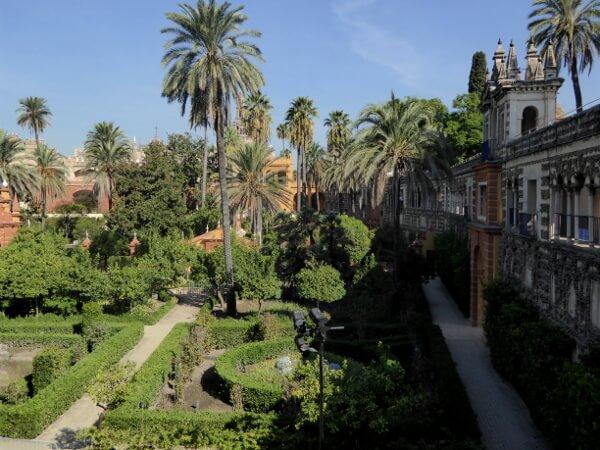 Blick aus dem Garten auf den Alcazar Sevilla