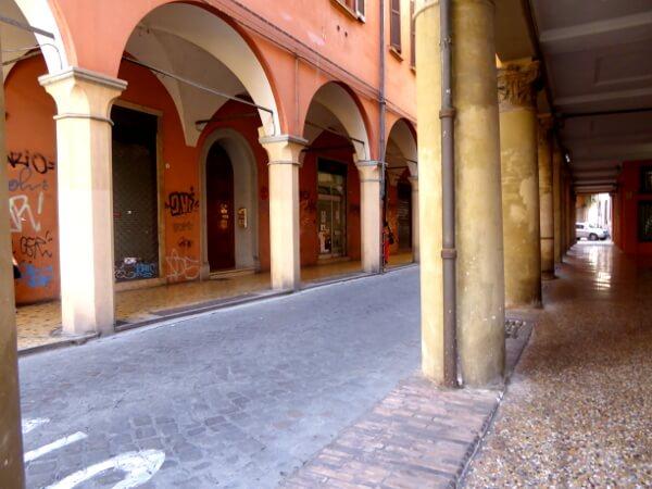 Bologna Säulen Bögen