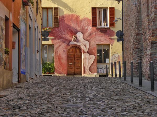 Dozza biennale del Muro dipinto der kahle Engel