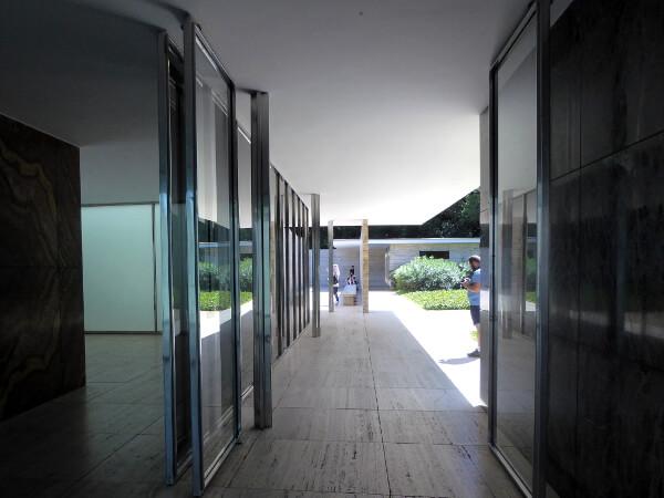 Mies van der Rohe Barcelona Pavillon Fluchten Linien
