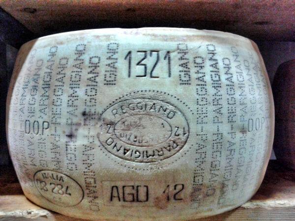 Parmigiano Reggiano Parmesan Käserad