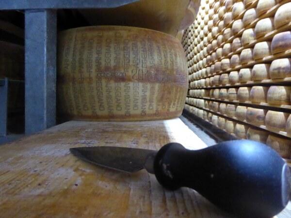 Parmigiano Reggiano. Parmesan Käsemesser