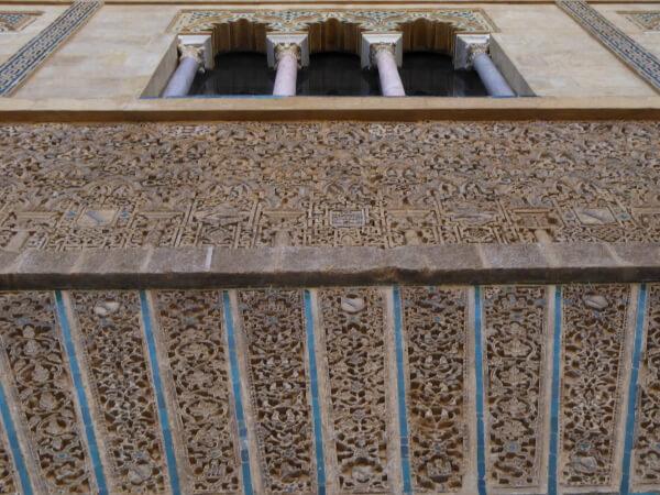 Real Alcazar Sevilla eingang von unten Fassade