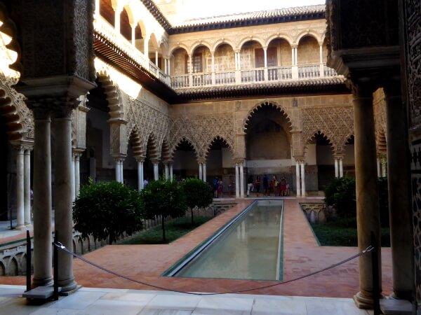 Real Alcazar Sevilla voll nach öffnungszeiten mit Touristen