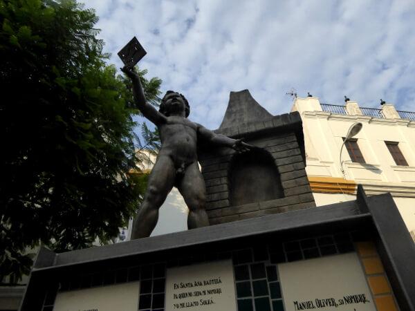 Triana plaza skulptur Sevilla