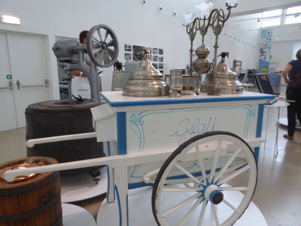 alter Eiswagen Gelato Museum
