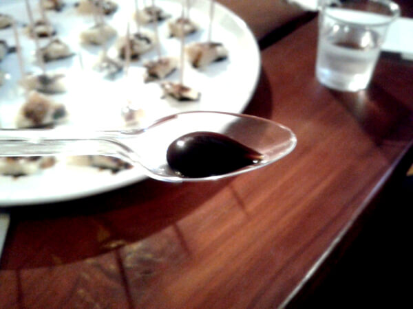 tropfen Balsamico essig aceto balsamico di modena