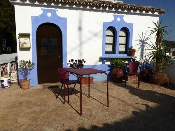 Alte blaue Fenster Türen