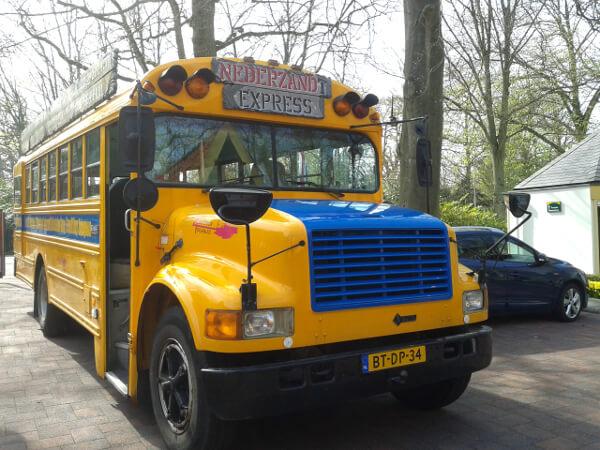 Schulbus Strandplaats Nederzandt Holland