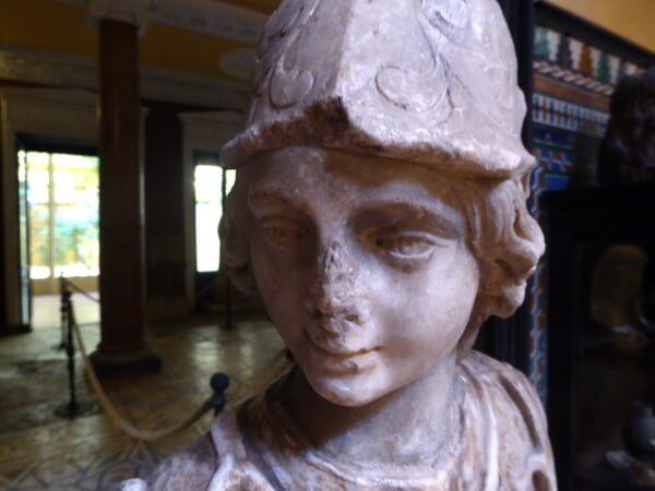 statue palacio lebrija