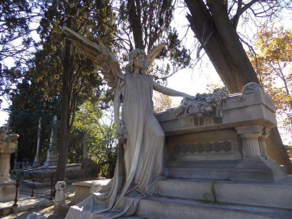 cemenitri montjuïc barcelona engel stehend