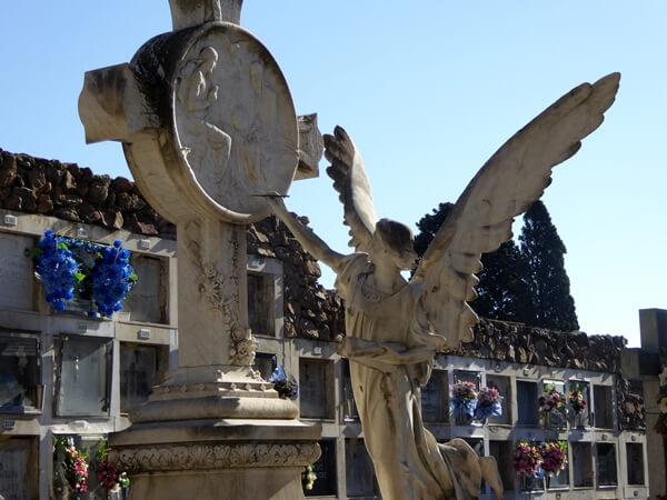 pinselnder Engel Friedhof Montjuïc arcelona