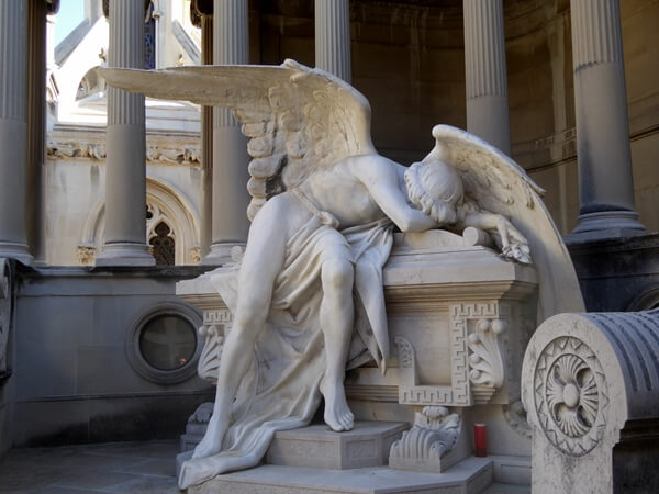 tragischer Engel Montjuic Friedhof Barcelona Friedhofskunst