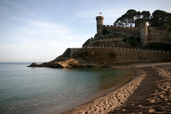 Tossa de Mar blick vom Strand auf Vila Vella