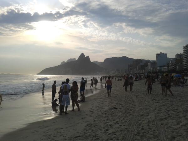 strand von Ipanema am Abend Rio de Janeiro